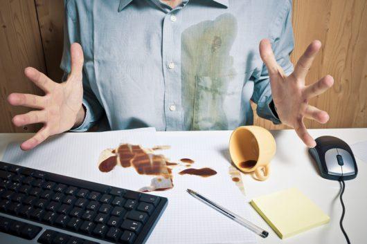 Quand on renverse son café au bureau